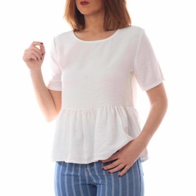 Blusa blanca estilo peplum