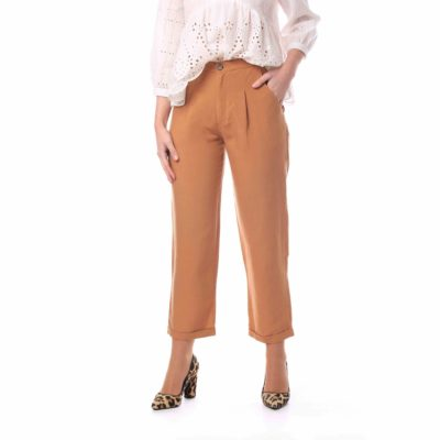 Pantalón de mujer de lino color camel con bolsillos