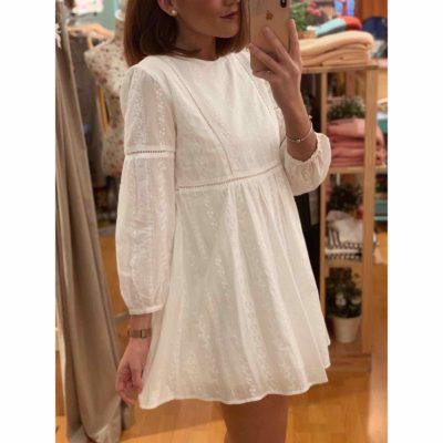 Vestido blanco corto con bordados