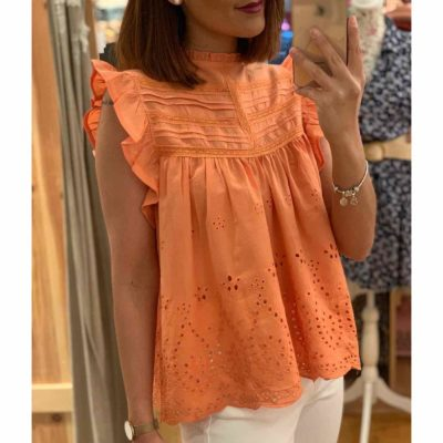 Blusa para mujer naranja con bordados en bajo y volantes en hombro