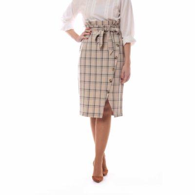 Falda beige con estampado de cuadros y botonadura asimétrica