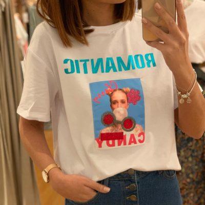 Camiseta de mujer blanco con detalle de texto Romantic en parte delantera
