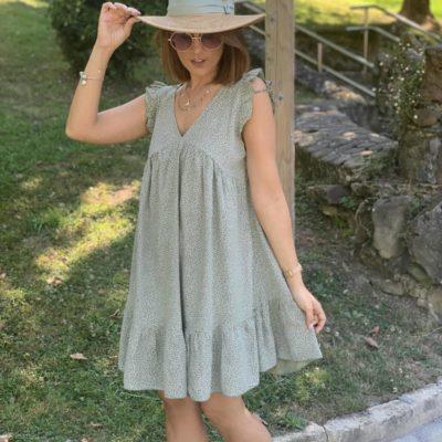 vestido corto verde con estampado flores