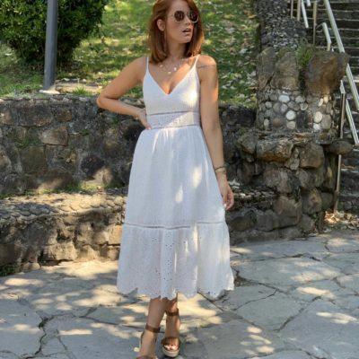 Vestido blanco midi con bordados y tirantes