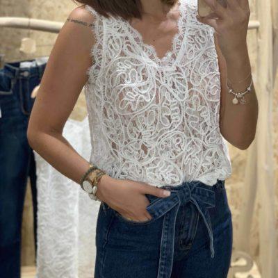 Cuerpo de mujer estilo crochet blanco