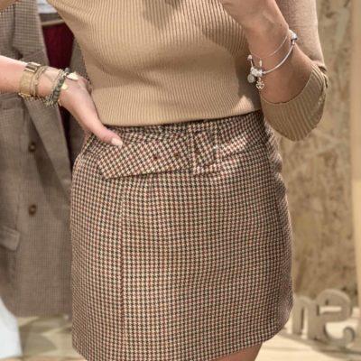 Falda de mujer con estampado de pata de gallo