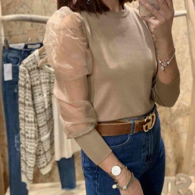 Jersey de mujer color beige con mangas de gasa abullonadas