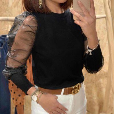 Jersey de mujer color negro con mangas de gasa abullonadas