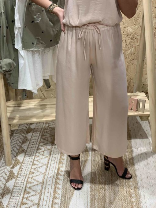 Pantalón de mujer estilo culotte color rosa satinado
